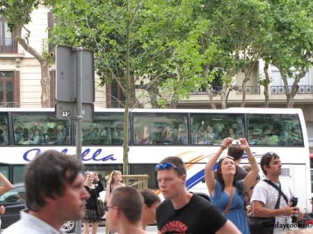 turistas em frente a casa batlló barcelona