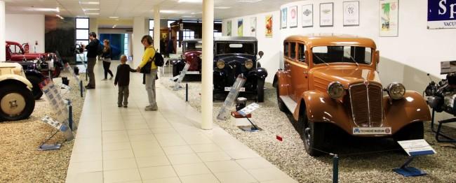 Tatra Museum - crianças e carros