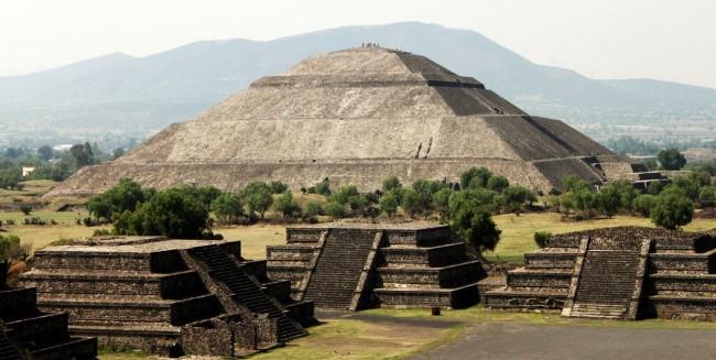 Teotihuacán - Templo do Sol visto de longe