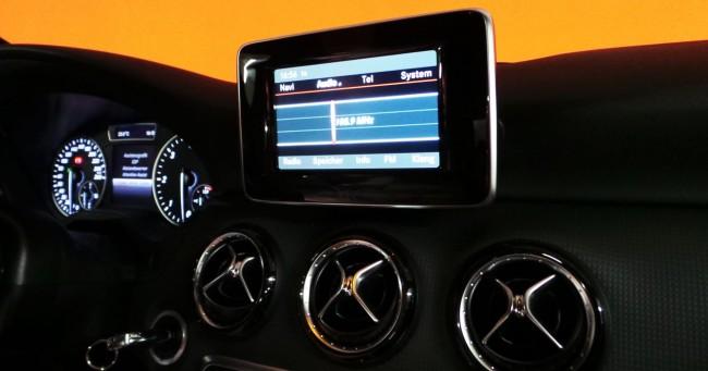 Como alugar carro na Alemanha - Detalhes da telinha do Mercedes