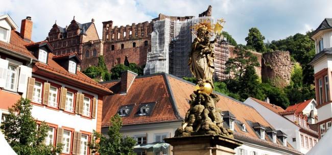 Guia de Heidelberg na Alemanha - Um pedaço do castelo visto da praça