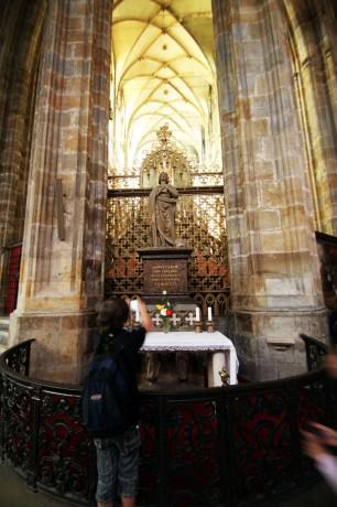 Castelo de Praga - Interior da Catedral de São Vito 3