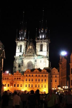 Relógio Astronômico de Praga - Nossa Senhora de Týn de noite