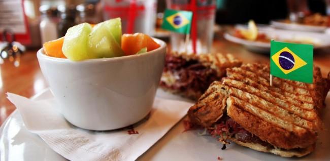 O que fazer em Annapolis - Boatyard Bar and Grill sanduiche