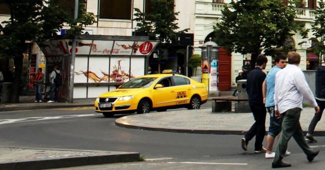 Pegando Taxi em Praga - AAA Taxi 2