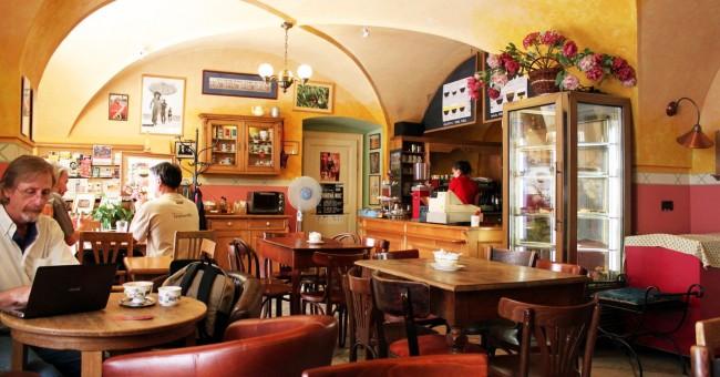 Os melhores cafés de Praga - Café Ebel 6