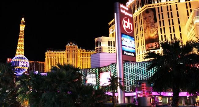 Transporte em Las Vegas - Avenida Strip de noite 1