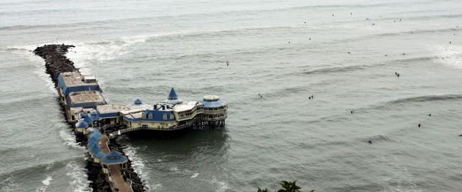 Hotéis em Lima: do básico ao luxo - Vista do Shopping Larcomar / Restaurante Rosa Nautica ao fundo