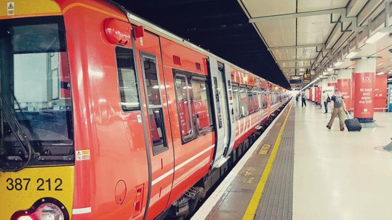 Como sair do aeroporto de Gatwick para o centro de Londres - trem