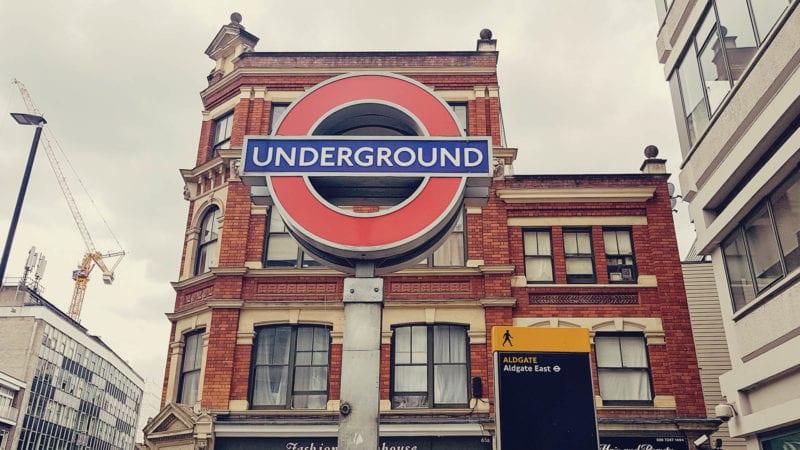 Como sair do aeroporto de Gatwick para o centro de Londres - transporte publico