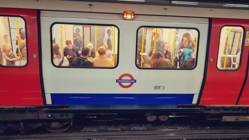 Usando o metrô de Londres 04