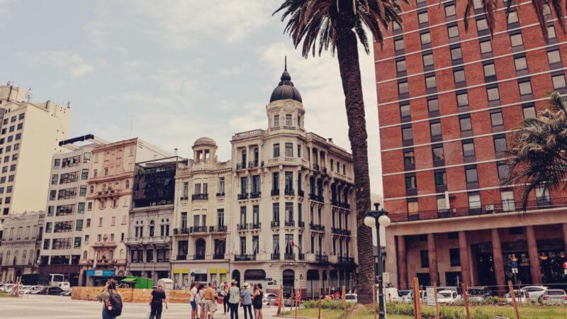 qual moeda levar uruguai? Dólar ou Real?